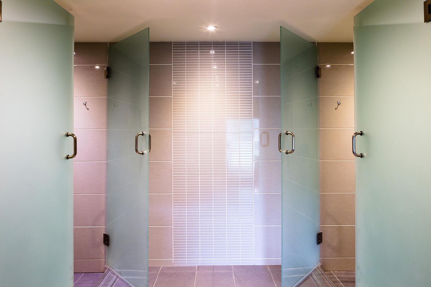 Huddersfield Golf Club Men's Visitors' Showers